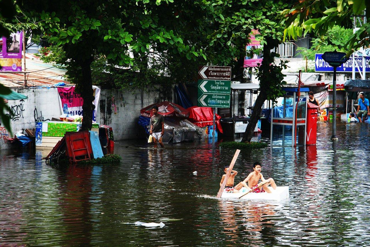 Children in flooded Bangkok